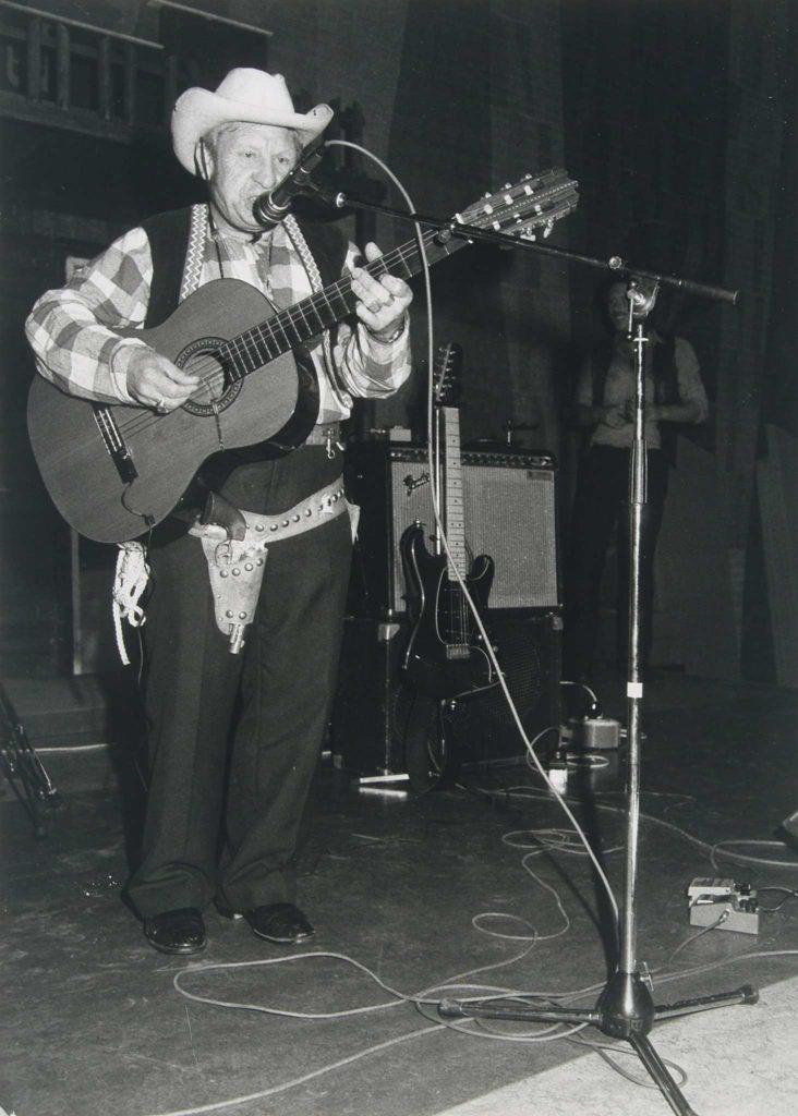 Willy als zingende cowboy (Foto: R. Boon)